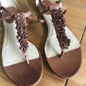 Frye floral Laurel t-strap tan flat sandal size 10